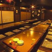 最大50名まで収容可能な掘りごたつ席。12名~など半個室にもでき、レイアウト自由可能な大型宴会に最適なお部屋です。