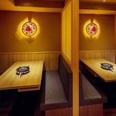 店内奥にはテーブルソファー席の個室をご用意しております。2名~6名様などの少人数の飲み会に最適です。