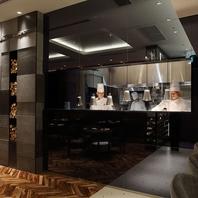 ◆オープンキッチンで魅せる料理人の技◆