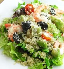 スーパーキヌアとアボカドのサラダ