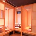 〈全席掘り炬燵個室〉仕切りを外すと、8名様まで収容可能な個室に。