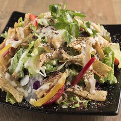 料理メニュー写真カリカリごぼうのシーザーサラダ