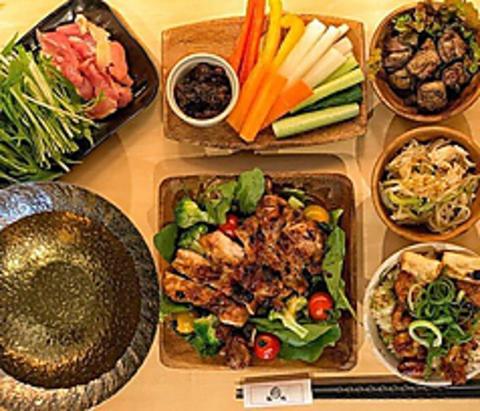 【2時間&当日予約OK】『鶏まんぷくコース』九州地鶏の黒かご焼き、チキンステーキなど7品