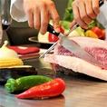 【JR大阪駅 徒歩3分/JR東西線 北新地駅 徒歩5分】にある《鉄板焼 リオ》での絶品肉料理お食事をお楽しみ下さいませ!目の前で調理する臨場感たっぷりのお席をお勧め致します。絶品の料理を是非コースでお楽しみ下さい。大切な記念日や接待などにもご利用されるお客様が多数いらっしゃいます◎各宴会に是非ご利用下さい。