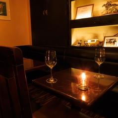 ふたりの時間を楽しみたい方はテーブル席がおすすめです。銀座/居酒屋/バー/肉/パスタ/貸切/女子会/ママ会/記念日/誕生日/個室/ソファ/ワイン