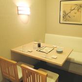 ゆったりとお食事できる4名様個室。常連さんにも人気のお席です。ご会食などにもどうぞ。