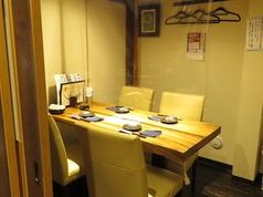 4名様用テーブル個室。ビニールカーテン設置(個室は人数に合わせてビニールカーテン設置させていただいております。)