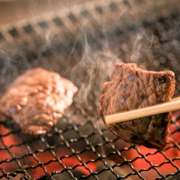 【七輪炭火】で焼き上げ肉の旨味を最大限に引き出す!