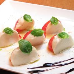 モッツァレラチーズとフルーツトマトのカプレーゼ|Caprese Salad (Fruits Tomato and Mozzarella Cheese)