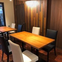 2名様からご利用いただける広々テーブル席◎テーブルをつなげれば2~4名・4~6名・6~8名・8~10名と様々な人数でご利用いただけます◎女子会や誕生日会、仲間内の飲み会にぴったりです。