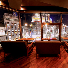 【窓際ソファ席】新宿の夜景が楽しめる人気のソファ席☆予約必須!!