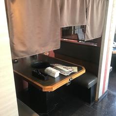 個室風テーブル席。