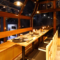 高い天井や眺めの良い席で開放感のあるお席となっております。