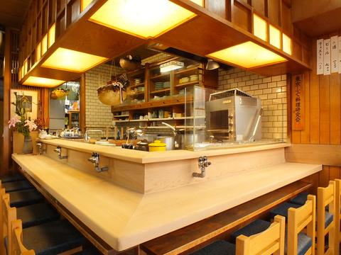 「ふぐ」に対する敷居の高さを覆す穏やかな寛ぎ空間。高級食材を味わい尽くせます