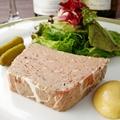 料理メニュー写真豚ホホ肉と鶏白レバーのパテ