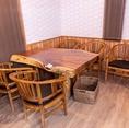 店内のテーブルは一枚板を使用したテーブル席となっております!店内の雰囲気も良く、落ち着いてお食事をお楽しみ頂けます◎