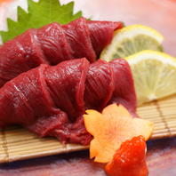会津名物【馬刺し】の赤身は肉厚でご提供