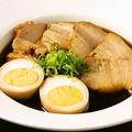 料理メニュー写真6時間煮込んだ 豚の角煮と煮玉子