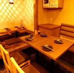 テーブル4名席☆レイアウトは自由自在なので、様々な組数に柔軟に対応可能です!