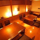 【月亭 本館】ロールカーテンで仕切り4名席の半個室としても利用可能/掘りごたつ個室