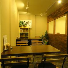 2~4名様ようのテーブル席を多数ご用意しております。人数に応じてレイアウト変更も可能です。少人数グループでのお食事会や女子会など、あらゆるシーンでご利用いただけます。