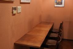 4名カウンターは1席のご用意がございます。