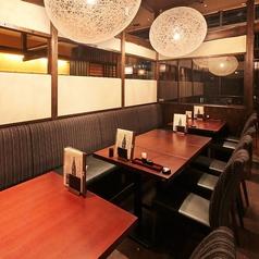 2名様~様々な人数でご利用頂けるテーブル席。最大32名様までお席をご用意しております。