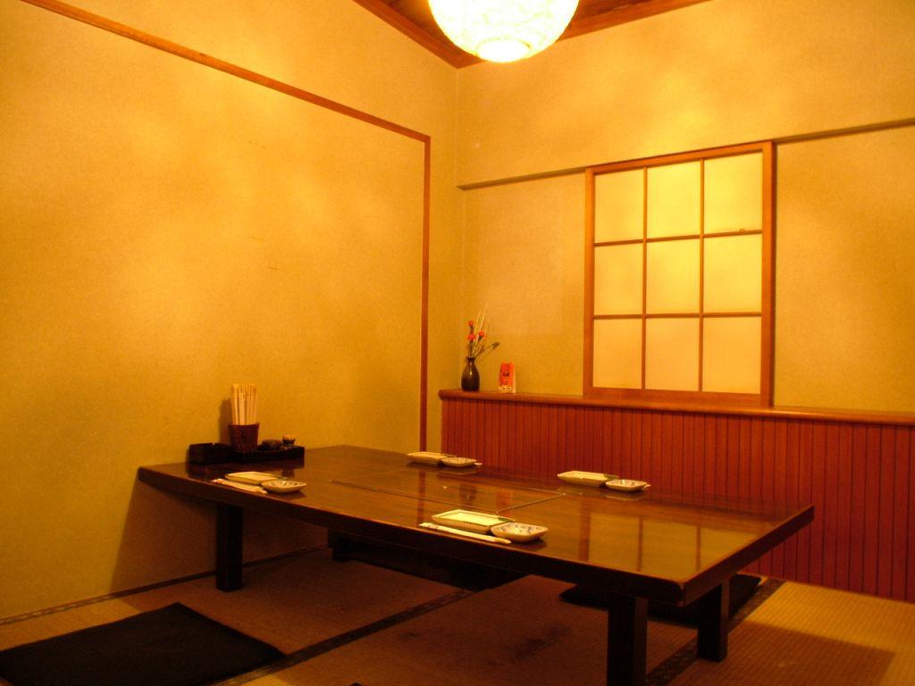 落ち着いた個室は接待など特別なシーンにも大人気◎掘りごたつ個室は早めの予約がオススメ!