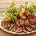 料理メニュー写真日向鶏、イベリコ豚、牛肩ロースの肉盛り 800g!