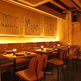 【1F】テーブル席倉庫の中のような、雰囲気のあるテーブル席/10名様から貸切も可能