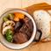 料理メニュー写真国産牛ほほ肉の赤ワイン煮 鉄鍋仕立て