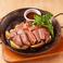 料理メニュー写真リブロースのステーキ オニオンガーリックソース〈230g〉