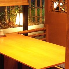 窓際にございます4名様掘りごたつ席(半個室)は、接待や会食などにも御勧めです。