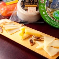 料理メニュー写真スペイン産チーズ4種盛り合わせ