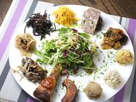 お野菜とお豆をたっぷり使った健康的なメニューが人気!