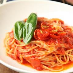 料理メニュー写真トマトとバジルのイタリアン