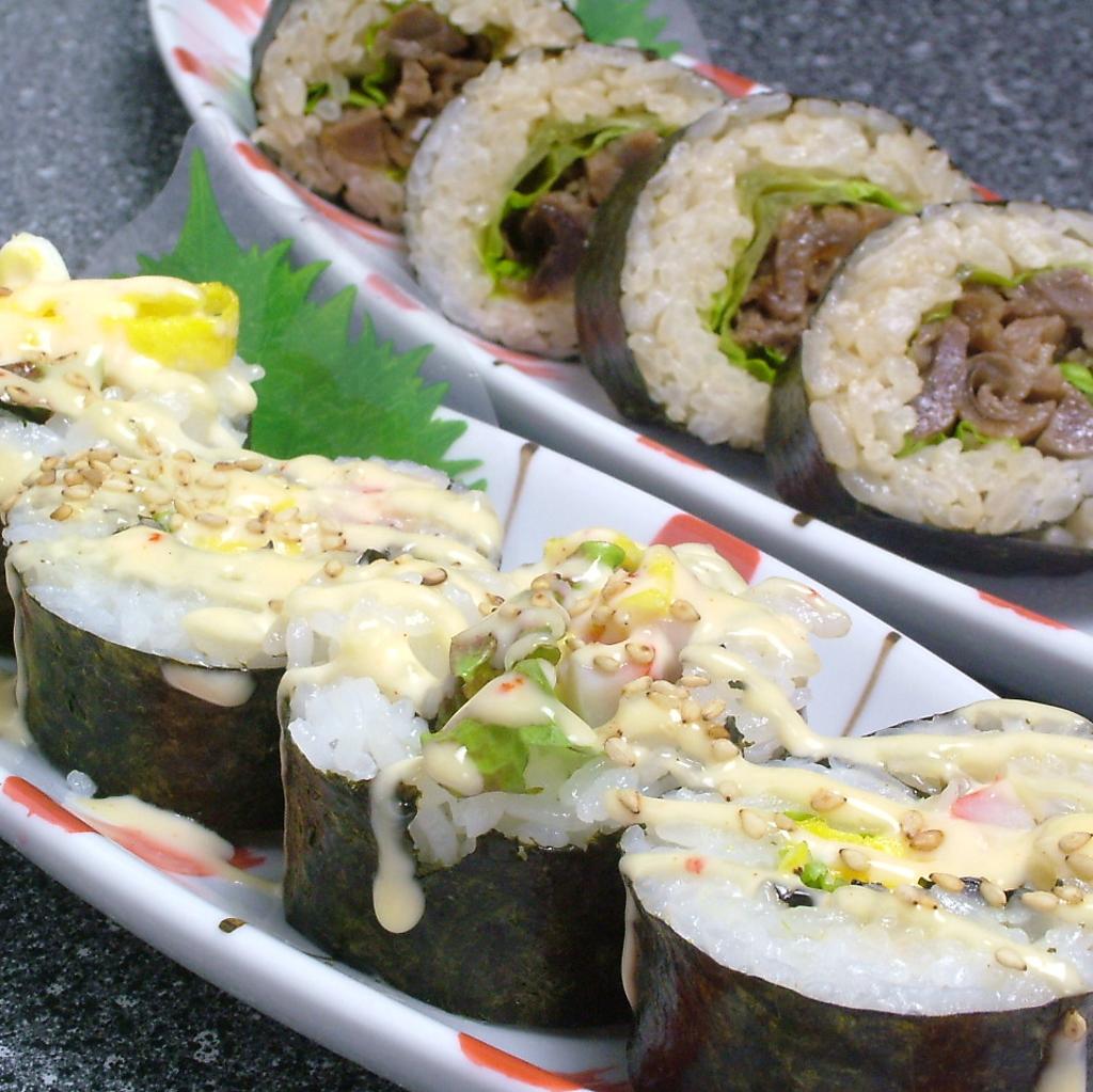 ちょっとした変わり種‥韓国風のり巻き(キンパ)肉巻き450円・サラダ400円もございます。