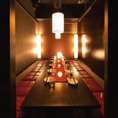 8名様からご利用頂ける個室となっております。中人数様でのご宴会や合コンなどでご利用されても広々とした造りとなっておりますので周りも気にせず羽を伸ばして楽しくご寛ぎいただけます!当店自慢の料理をご堪能あれ!ご利用をご希望の方は、どうぞお気軽にお問い合わせください!(新宿東口/居酒屋/個室/宴会/合コン)