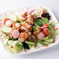 料理メニュー写真タンドリーチキンのシーザーサラダ