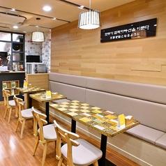 ボンジュク 本粥&ビビンバcafe 新大久保店の雰囲気1