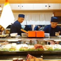 職人が握るお寿司を目の前で堪能!!※写真は系列店