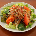 料理メニュー写真梅ちりめんの赤しそ大根サラダ