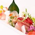 当店の海鮮料理は、産地直送+いけすで泳いでいた文字通り新鮮な魚介類を使用しております。活いかは「函館」「西伊豆」から、鮮魚は「千葉県銚子」漁港より直送。職人技が素材の本来の味を引き出す最高の技法でおもてなしいたします。食材・調理にこだわった絶品和食・海鮮料理を是非お召し上がりください!