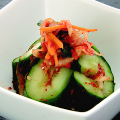 料理メニュー写真自家製 オイキムチ(キュウリキムチ)/キムチの盛り合わせ
