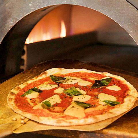 本格窯焼きピザはご注文を受けてから1枚1枚、心をこめて焼き上げます!