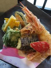 料理メニュー写真海鮮と旬野菜の天麩羅盛り合わせ