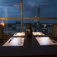 夜景を眺めながらお食事が出来る素敵なお席ございます!