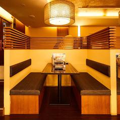 2~4名様要の雰囲気あるテーブル席。