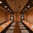 ご宴会用個室は最大72名様までご利用可能!同窓会や結婚式の二次会、サークルの打ち上げなど、大人数でのご宴会にぴったりのお部屋です。ゆっくり楽しめる種類豊富な150分飲み放題付きコースは、全6品で4500円~ご用意。広々したお席で、ご宴会をお楽しみください。