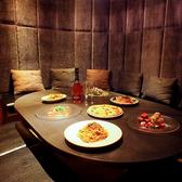 池袋駅西口降りてすぐの好立地にオシャレなデザイナーズ本格イタリアンが登場♪広々としたフロアに加え、多彩な個室も完備。